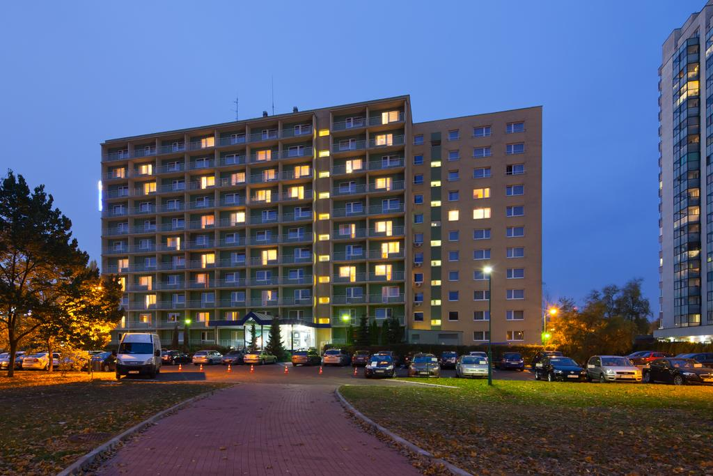 Best Western Hotel Felix Warsaw Poland Flyin Com